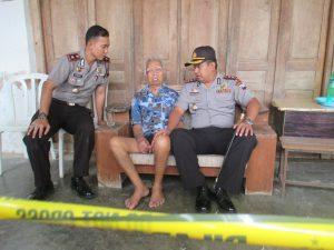 Kapolres klaten, AKBP Langgeng Raharjo meminta keterangan salah satu korban, citro Sumarto